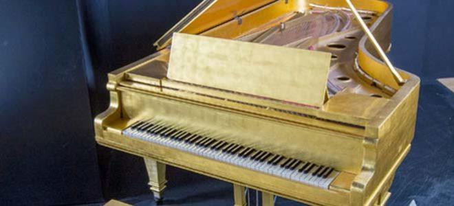 Piano de oro de Elvis