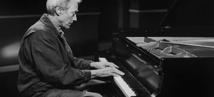 Clint Eastwood al piano