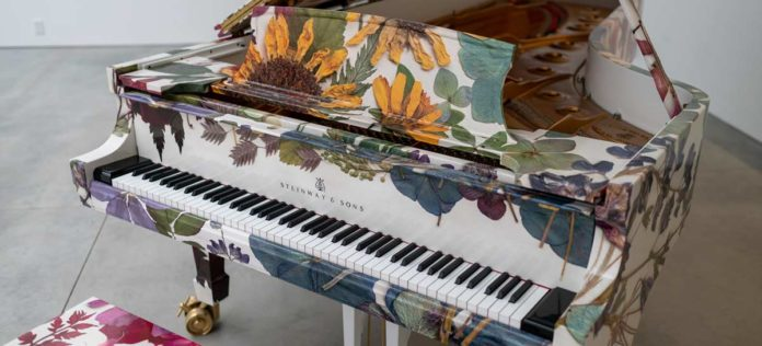 Modern Pressed Flowers por Steinway and Sons